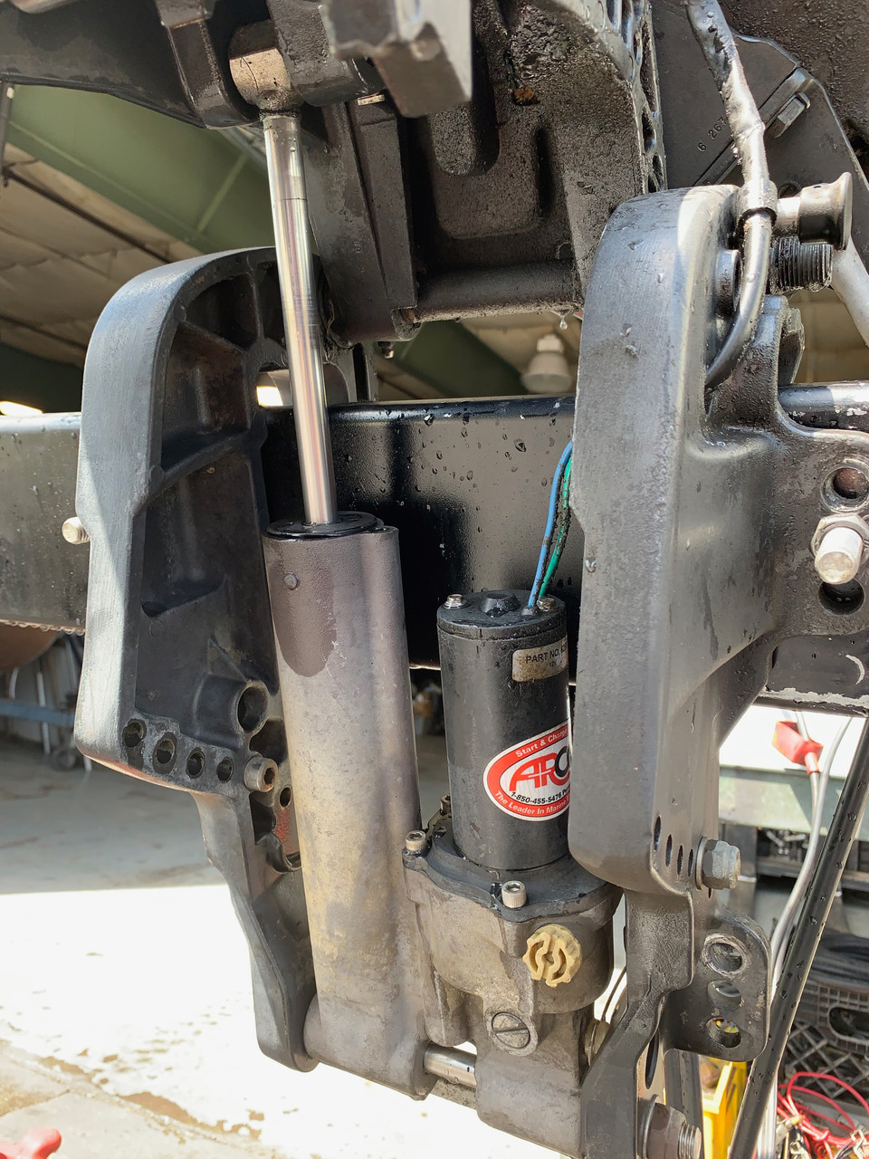 """1997 Mercury/Force 40 HP 2 Cylinder Carbureted 2 Stroke 20"""" (L) Outboard Motor"""
