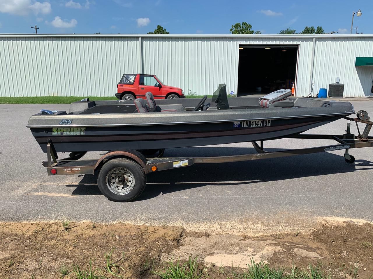 1991 Sprint 255 15' Fiberglass Bass Boat with Trailer