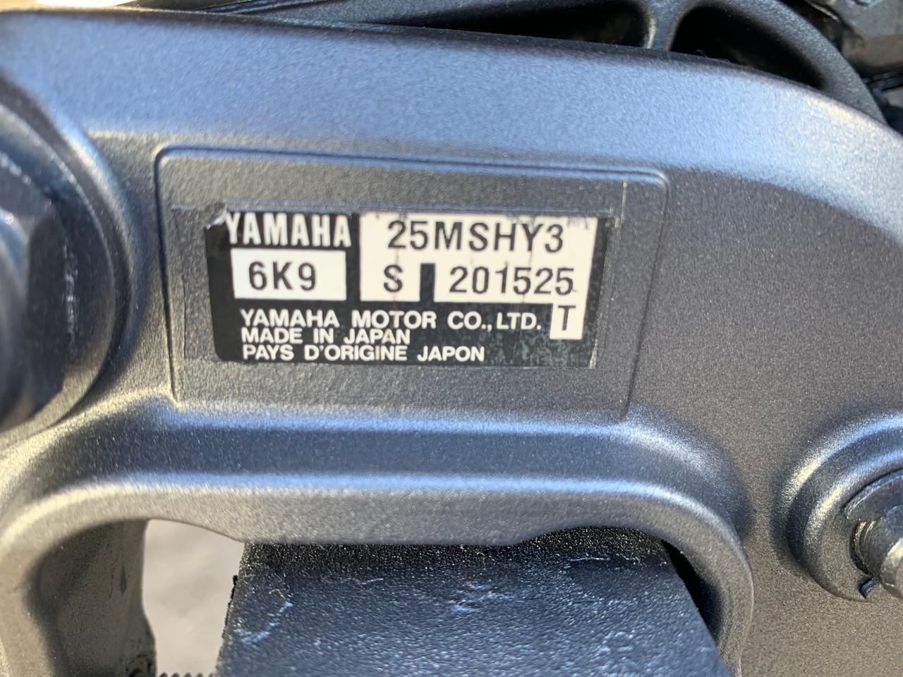 """2000 Yamaha 25 HP 3 Cylinder Carbureted 2 Stroke 15"""" (S) Tiller Outboard Motor"""