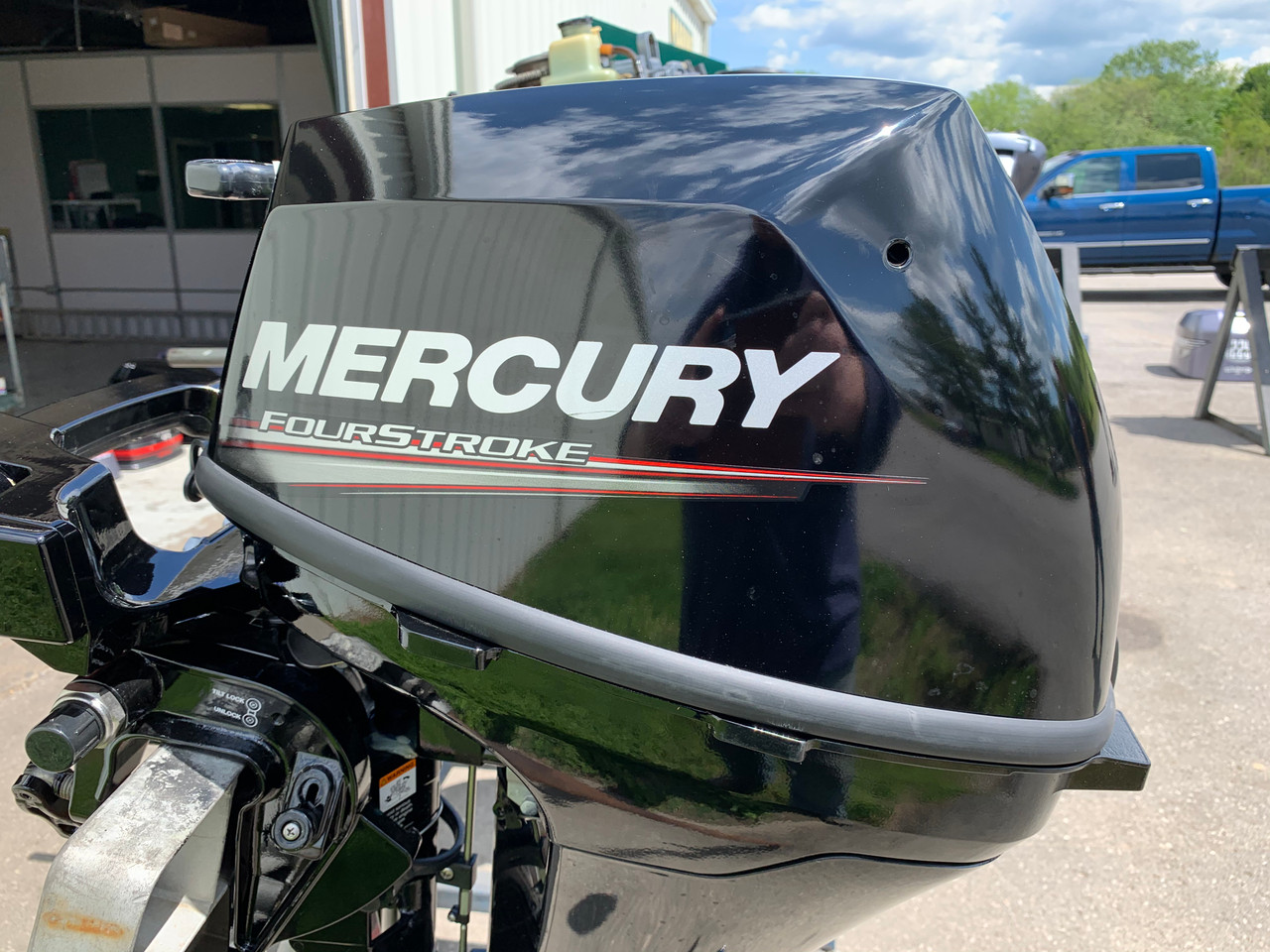 "2020 Mercury 9.9 HP 2 Cylinder Carbureted 4 Stroke 25"" (X) Command Thrust Tiller Outboard Kicker Motor"