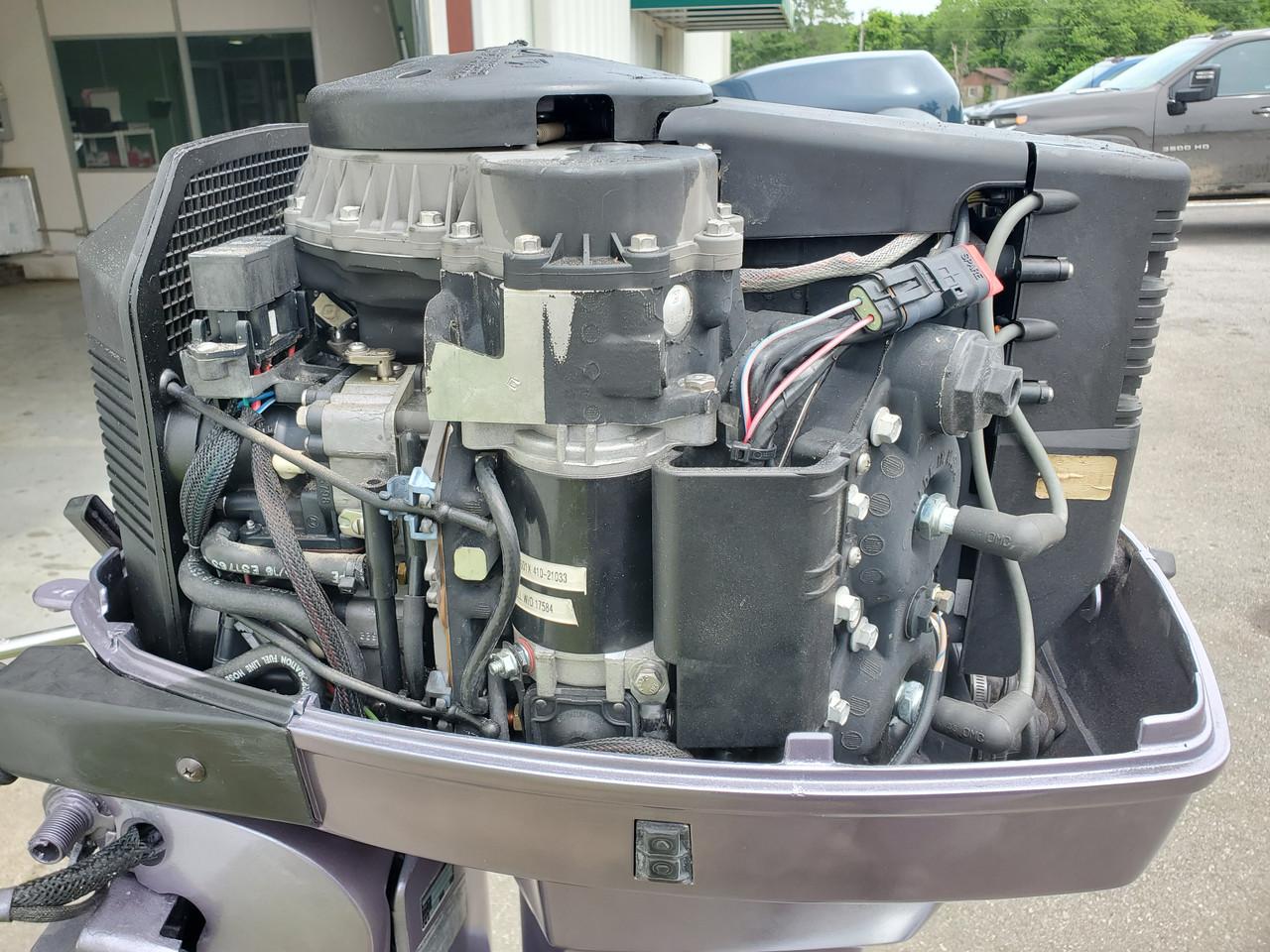 """2000 Johnson 115 HP V4 Carbureted 2 Stroke 20"""" (L) Outboard Motor"""