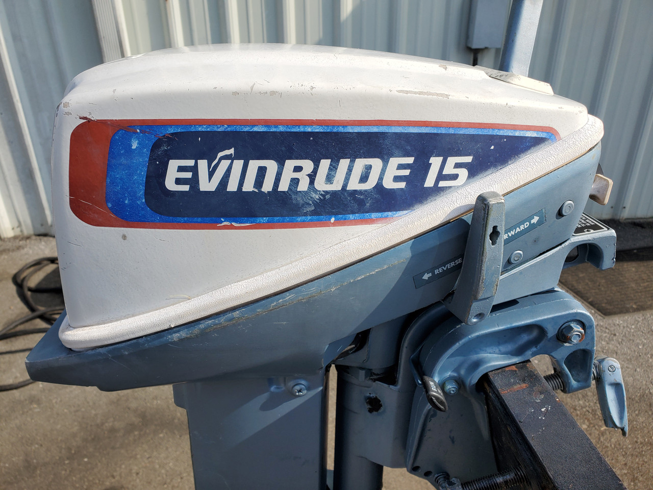 "1976 Evinrude 15 HP 2-Cyl Carbureted 2-Stroke 15"" (Short) Tiller Outboard Motor"