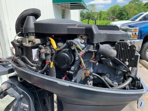 """2006 Yamaha 25 HP 2 Cylinder Carbureted 4 Stroke 20"""" Tiller Outboard Motor"""