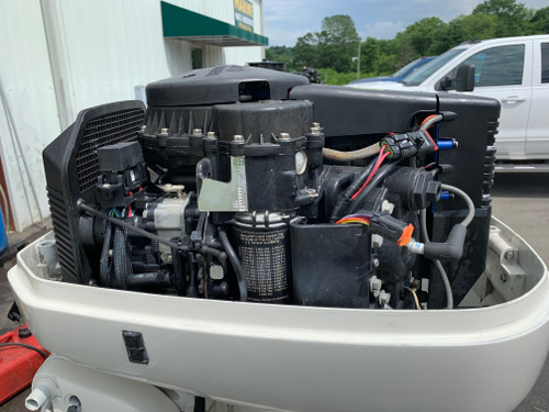 "2004 Johnson 115 HP V4 Carbureted 2 Stroke 25"" (XL) Outboard Motor"