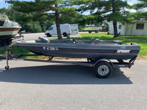 1991 Sprint 255 15' Fiberglass Bass Boat with Trailer