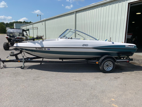 1999 Triton SF-18 18' Fiberglass Fish and Ski Boat with Trailer