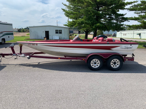 2001 Sprint 297 Pro 19' Fiberglass Bass Boat with Tandem Axle Trailer