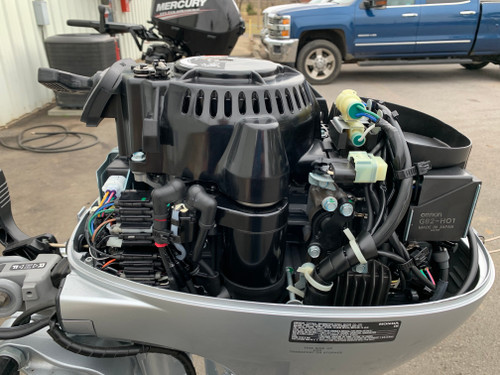 """2018 Honda 20 HP 2 Cylinder Carbureted 4 Stroke 15"""" (S) Tiller Outboard Motor"""