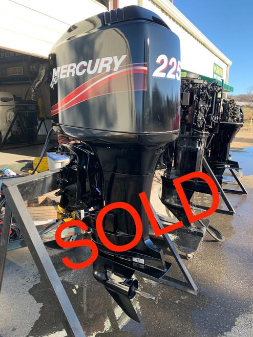 "1996 Mercury 225 HP 3.0L V6 Carbureted 2 Stroke 25"" (X) Outboard Motor"