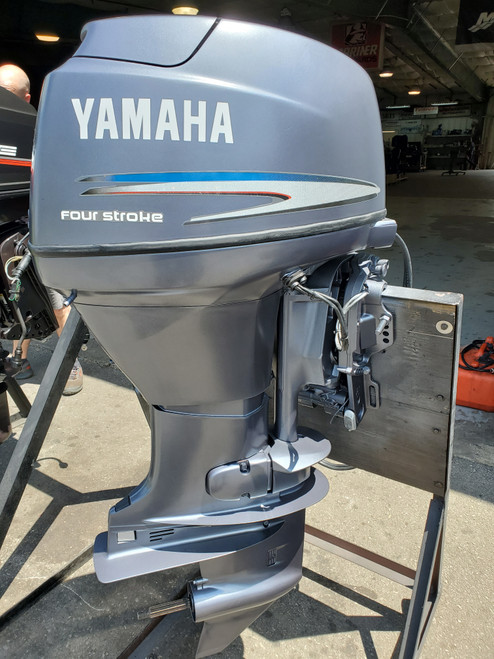 "2002 Yamaha 40 HP 3 Cylinder Carbureted 4-Stroke 20"" (L) Outboard Motor"
