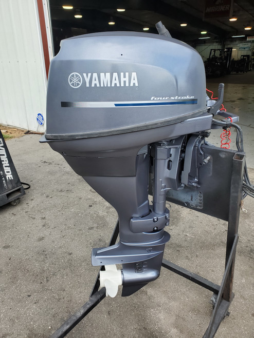 "2004 Yamaha 25 HP 2 Cyl Carbureted 4-Stroke 20"" (L) Outboard Motor"
