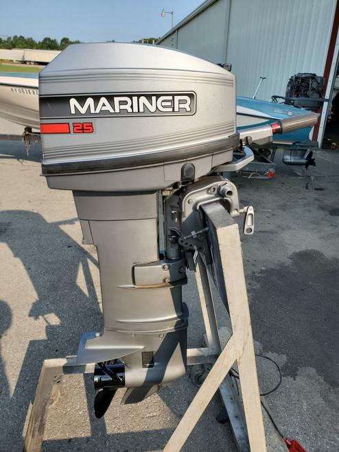 """1995 Mariner 25 HP 2-Cyl Carbureted 2-Stroke 20"""" (L) Tiller Outboard Motor"""