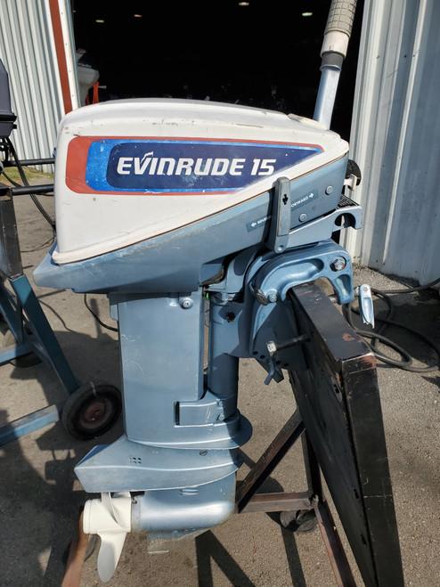 """1976 Evinrude 15 HP 2-Cyl Carbureted 2-Stroke 15"""" (Short) Tiller Outboard Motor"""