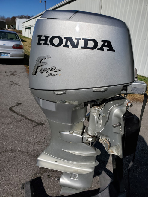 "2000 Honda 40 HP 3-Cyl Carbureted 4-Stroke 20"" (L) Outboard Motor"