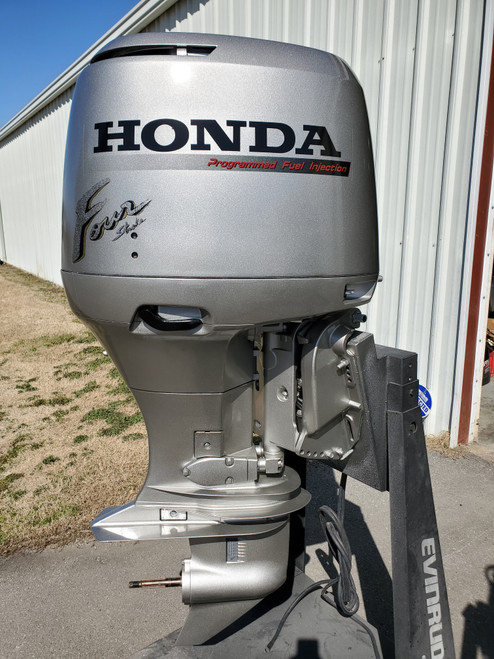 """1999 Honda 130 HP 4-Cylinder EFI 4-Stroke 20""""(L) Outboard Motor"""
