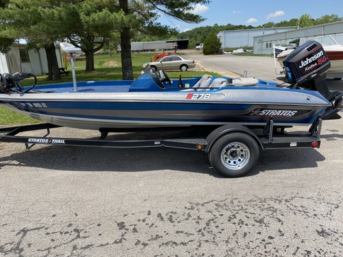 1996 Stratos 278 18' Fiberglass Bass Boat with 1995 Johnson 150 HP Faststrike Outboard Motor
