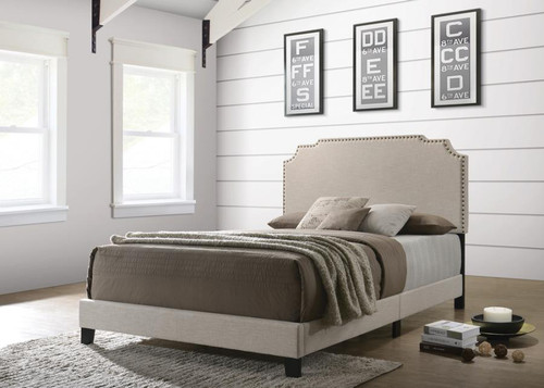 Tamarac Upholstered queen size bed