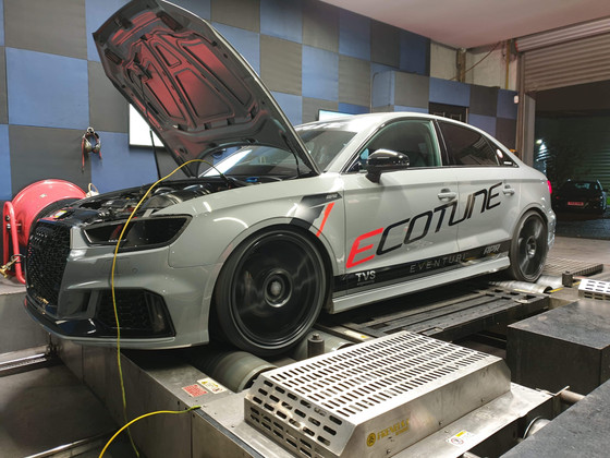 WATCH: ROBERTO'S AUDI RS3 FEATURES ON LIVING LIFE FAST YOUTUBE VIDEO