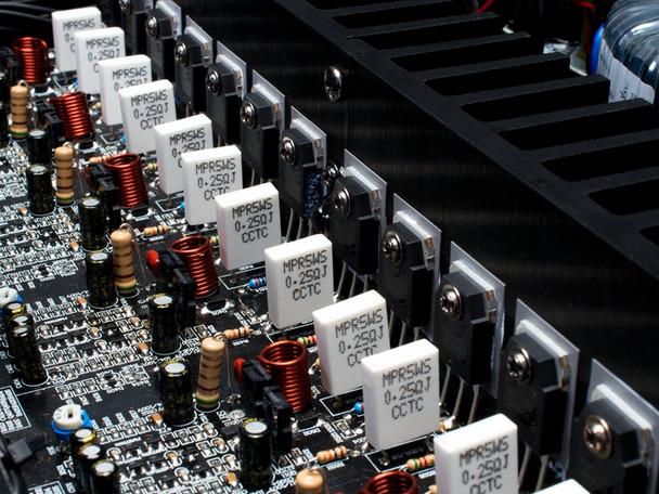 Emotiva BasX A-800 Amplificador de Potencia Multi-Zona