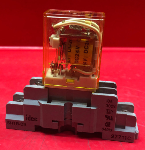 IDEC RH1B-U Relay w/ Relay Socket DIN Rail SH1B