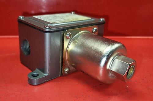 United Electric J6D-134-9541 Pressure Switch