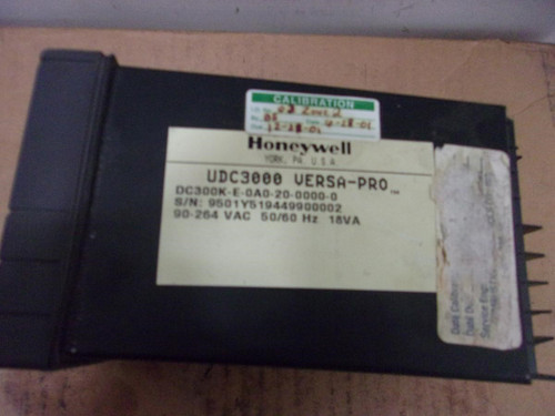 Honeywell UDC3000 Digital Temperature Controller (DC300K-E-0A0-20-0000-0)