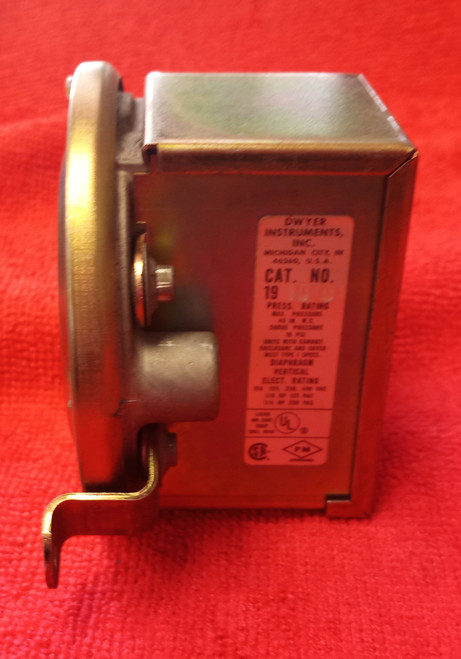 Dwyer Instruments 19 10 0 Pressure Switch Series 1900