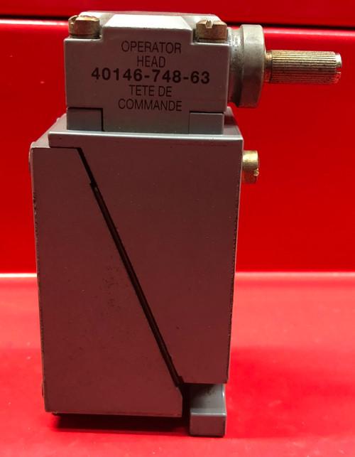 Allen Bradley 802T-HTP Plug-In Oiltight Limit Switch