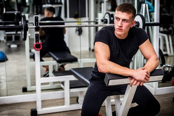 How long should I rest between sets for optimal strength and muscle growth?