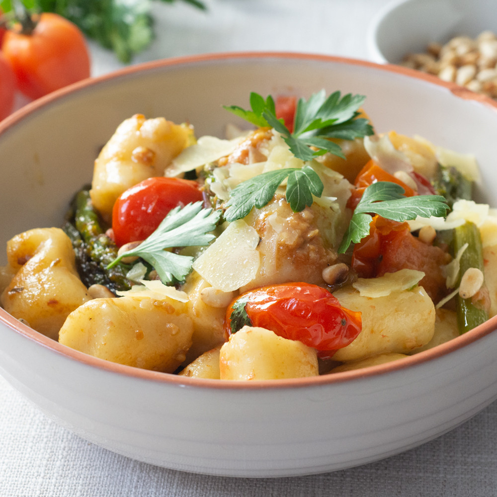 Keto Ricotta Gnocchi With Tomatoes and Asparagus