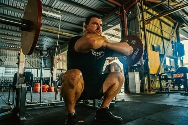 Cross arm grip front squat