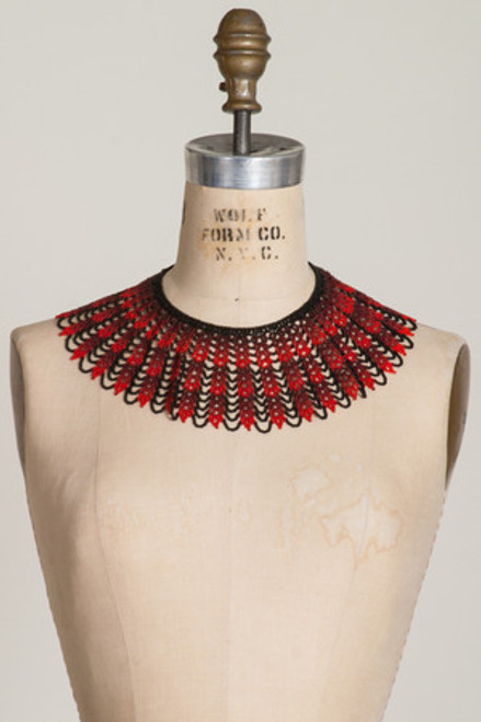 BEADED LACE COLLAR: Black & Red Chevron