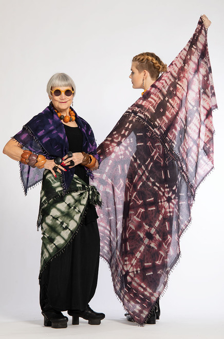 Emma (right) is wearing the KHADI SQUARE: LANDSCAPE EARTH.