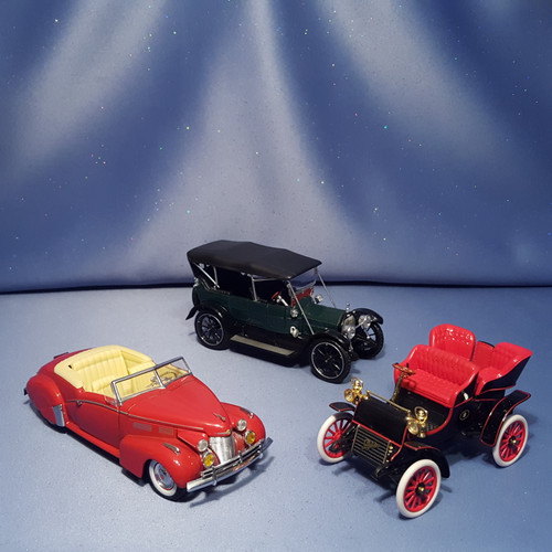 Cadillac Cars Set of 3 by The National Motor Museum Mint - 1:32 Scale.