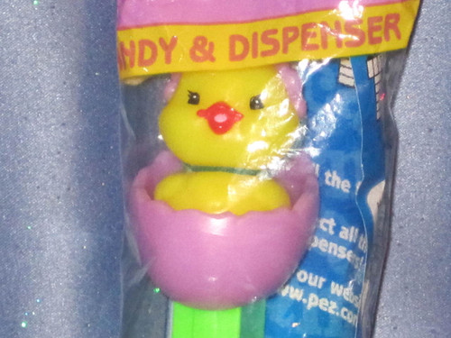 """Easter """"Baby Chick in Egg"""" Candy Dispenser by PEZ (B)."""