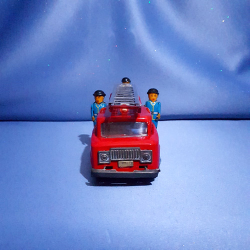 Fire Engine Friction Powered Truck with Siren and Three Fireman.