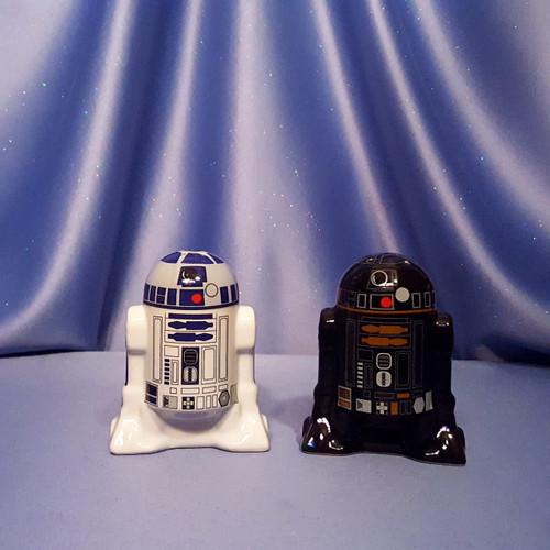 Star Wars R2-D2 & R2-Q5 Salt & Pepper Shaker Set by Underground Toys - Disney.