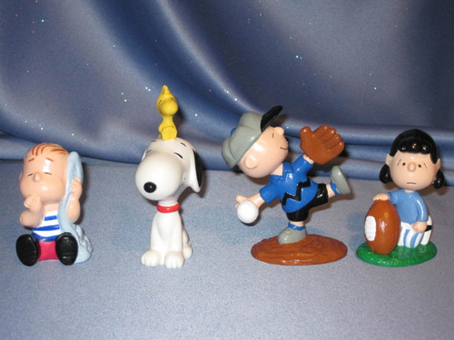 Peanuts Charlie Brown and Friends Figurine Set by Applause.