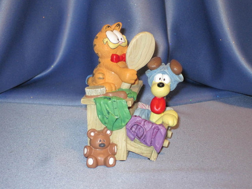 "Garfield ""Here's Looking At Me"" Figurine by Danbury Mint."