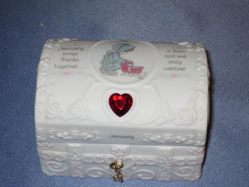 Precious Moments Hope Chest with Birthstone January by Enesco W/Comp Box.