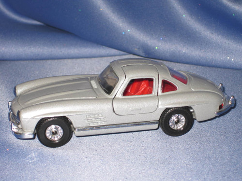 1954 Mercedes Benz 300 SL with Gullwing Doors - 1:43 Scale by Corgi Classics