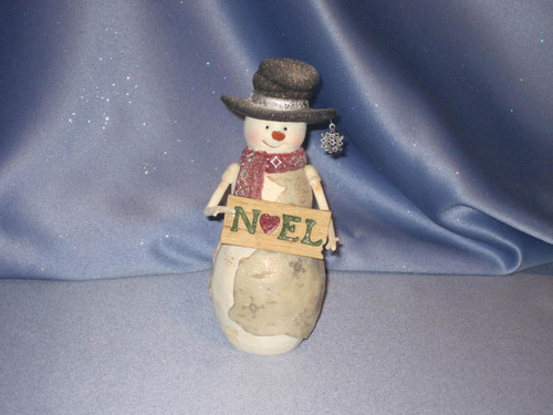 The Birch Hearts Snowman with Noel Sign.