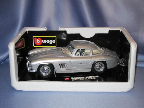 1954 Mercedes Benz 300SL 1:18 Scale Car by Bburago.