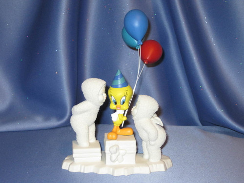 """Snowbabies """"A Kiss for You and 2000 Too"""" Figurine."""
