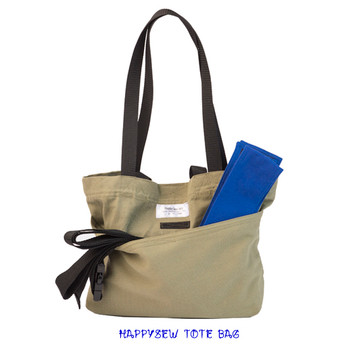 HappySew's Accessories Tote has shoulder stripes and carrying stripes.It also has an outside pocket and an inside pocket.