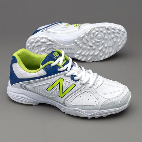 New Balance KC4020 Junior Cricket Shoes