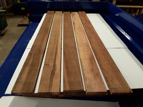 KILN DRIED SAWN CANADIAN WESTERN RED CEDAR PLANK / BOARD / TIMBER OFFCUTS