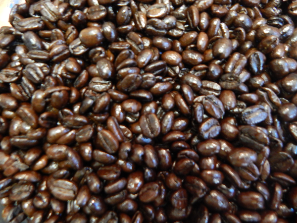 This bold base for our Get Hi! Espresso Blend possesses a syrupy body but surprisingly low acidity. It is roasted to a Full French Roast and delivers a smokey, earthy and powerful flavor. Perfect as a stand alone espresso or a strong cup of coffee, Organic Sumatra French can also be the perfect base for any espresso blend. All of this and a decaf too. Go ahead, I dare you to tell the difference between this and caffeinated coffee.