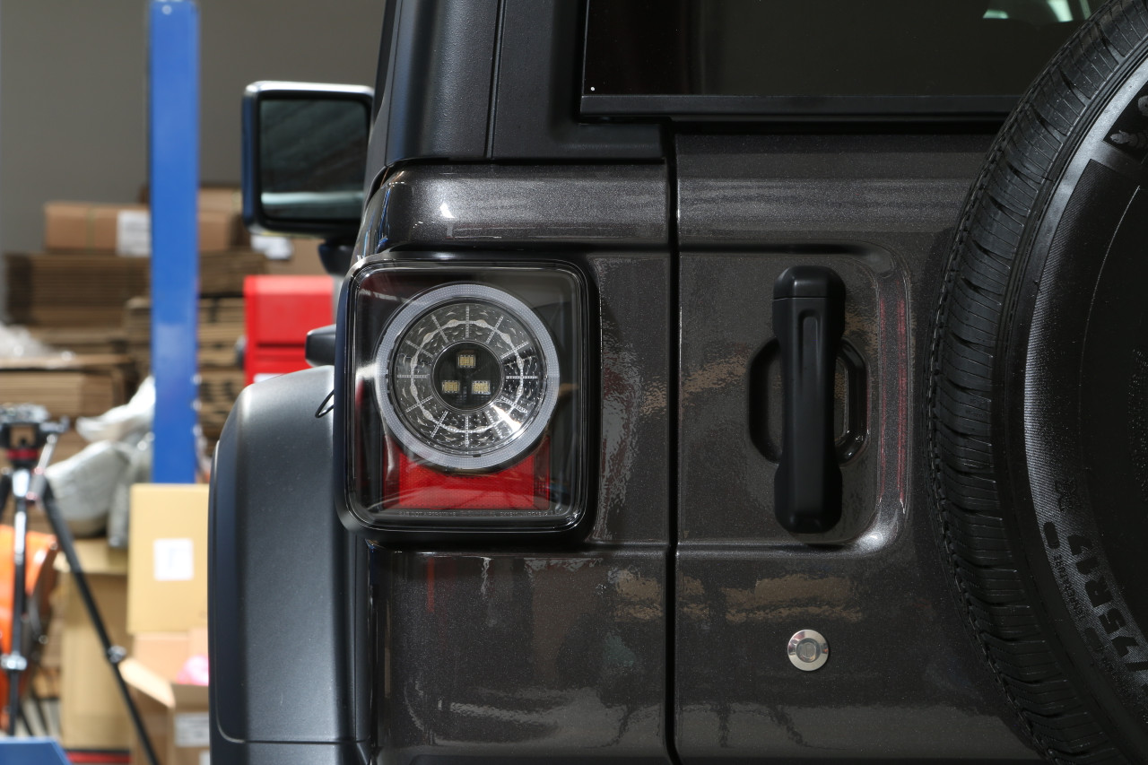 JEEP WRANGLER JL-JLU SPYDER BLACK SMOKED SEQUENTIAL LED TAIL LIGHTS