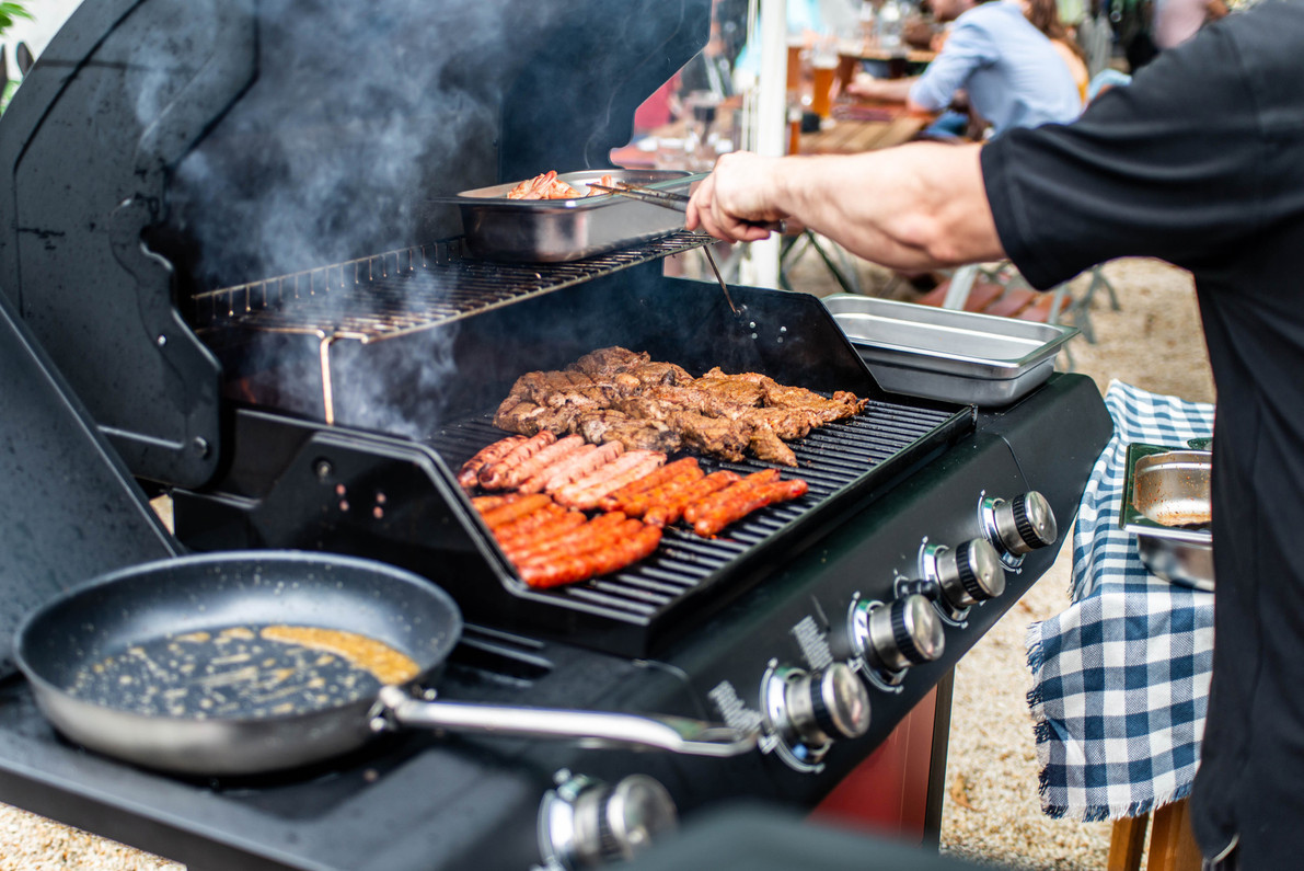 Shopping Pointers: A Guide to Gas Grill Types and Tips for Buying the Best One